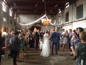 Lange-Tafels-5-bruiloft-catering-metaal-kathedraal
