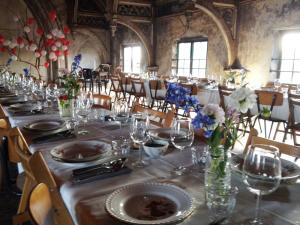 Lange-Tafels-7-bruiloft-catering-metaal-kathedraal