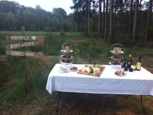 Lange Tafels bruiloft catering buiten 11