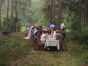 Lange Tafels bruiloft catering buiten 8