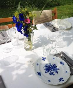 bruiloft-lange-tafels-catering-buiten-7