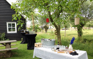 bruiloft-lange-tafels-catering-buiten-8